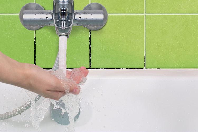 Come rimuovere la muffa dal bagno starwax prodotti per pulizie casa - Muffa bagno candeggina ...